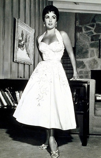 Elizabeth Taylor Looking Fabulous in 1954