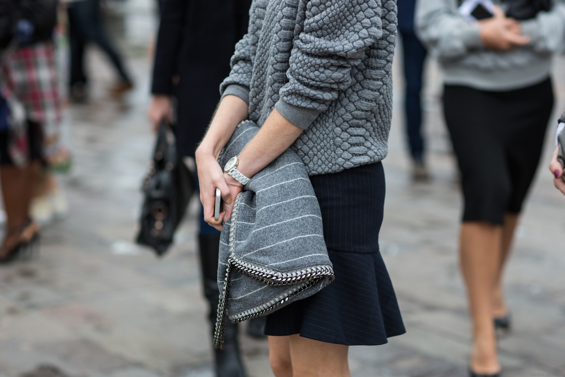 London street style via aloveisblind.com | Sandro sweater, Zara Skirt, Stella McCartney bag